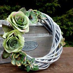White Wreath, Floral Wreath, Christmas Wreaths, Christmas Decorations, Grapevine Wreath, Grape Vines, Exercises, Green, Flowers