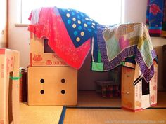 Making dens from fruit boxes & fabric - from The Cardboard Collective. We love this old school den. Den Building Indoor, Building For Kids, Cardboard Box Fort, Cardboard Box Crafts, Bude, Homemade Forts, Communication Friendly Spaces, Indoor Activities For Toddlers, Baby Activities