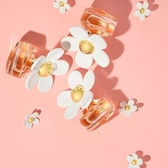 Shop Daisy Love by MARC JACOBS at Sephora. This warm floral fragrance features notes of crystalized berries and soft musk. Chic Perfume, Daisy Perfume, Flower Perfume, Marc Jacobs Watch, Marc Jacobs Daisy, Sephora, Marc Jacobs Perfume, Daisy Love, Tom Ford Makeup