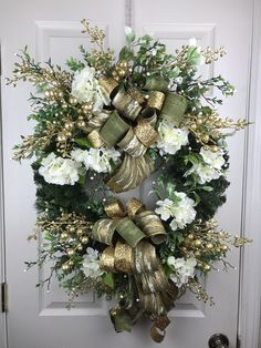 White hydrangeas with gold berries accent this elegant Christmas Wreath Winter Wreaths, Xmas Wreaths, Door Wreaths, Christmas Decorations, Holiday Decor, Wreath Crafts, Wreath Ideas, Hydrangea Wreath, Floral Wreath