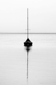 I adore black and white photography. There is such an innocence to it that covers all of the colorful flaws of a colored image. The asymmetrical line that is created in this image by the boats sail and water reflection is what caught my eye. Black N White, Black White Photos, Black And White Photography, Ligne D Horizon, Lightroom, Photoshop, Minimalist Photography, Belle Photo, Monochrome