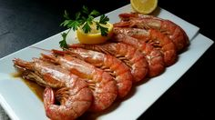 gambon a la plancha Shellfish Recipes, Seafood Recipes, Wine Recipes, Cooking Recipes, Tapas, Food Inc, Seafood Platter, Baked Shrimp, Food Themes