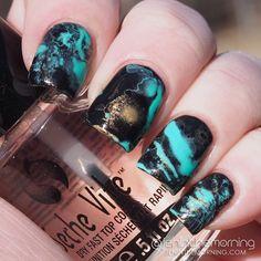 Black and blue shaving cream mani by Jen @jeninthemorning