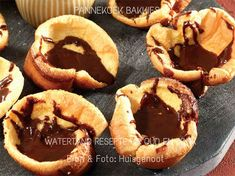 PANNEKOEK/ PLAATKOEKIES/WAFELS/JAFFELS Pie Dessert, Dessert Recipes, Desserts, Drink Recipes, Easy Tart Recipes, South African Recipes, Chocolate Cups, Home Baking, Party Treats