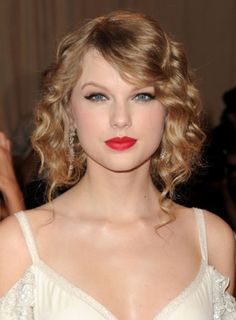 12 Easy Styles for Curly Hair