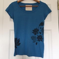 Graphic Floral Tee Shirt Beautiful blue top with black graphic floral design that wraps from front to back. Super soft cotton/viscose blend. Old Navy. Size medium. Old Navy Tops Tees - Short Sleeve