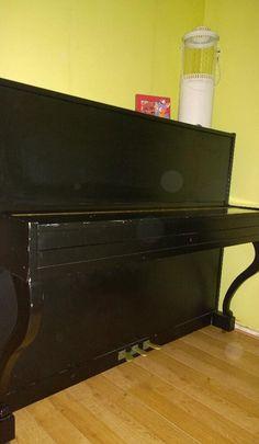 Synchroonkijken dag 2 Frustratie  Eindelijk de piano die ik al zo lang wil hebben, maar wat is een piano zonder kruk?