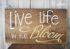 garden quotes Live Life in Full Bloom Spring Sign from Denise on a Whim Pallet Art, Pallet Signs, Wood Signs, Wood Crafts, Diy Crafts, Pallet Crafts, Diy Wood, Garden Quotes, Garden Signs