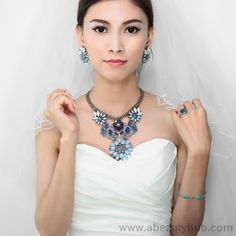 Crystal jewelry sets are popular among ladies and want their collection to be match with their wardrobe. Now crystal jewelry is become a fashion in world.