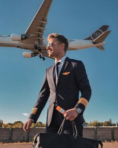 𝘈𝘯𝘻𝘦𝘪𝘨𝘦 You know that you did something right when you are looking forward to work after vacation👨🏼✈️Did you miss to seeing me fly? Pilot Uniform, Men In Uniform, Pilot Career, Sexy Military Men, Airplane Wallpaper, Airline Cabin Crew, Luxury Private Jets, Airplane Photography, High Performance Cars