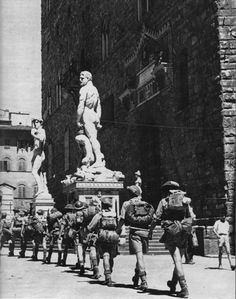Commonwealth Soldiers marching past Palazzo Vecchio, in Florence, Italy. Pin by Paolo Marzioli