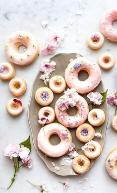 These simple vanilla and buttermilk baked donuts are a mix of old fashioned nostalgia and modern healthy(er) treat. Tender crumb, vanilla scented and glazed with an old fashioned milk glaze. Donut Recipes, Baking Recipes, Dessert Recipes, Baking Ideas, Mini Donuts, Donuts Donuts, Cute Donuts, Desserts Frits, Delicious Donuts