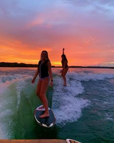 The first thing I do every early morning is go online to check the surf. If the waves are good, I'll go surf. Summer Vibes, Summer Feeling, Summer Nights, Cute Friend Pictures, Best Friend Pictures, Friend Pics, Surfing Lifestyle, Shotting Photo, Summer Goals