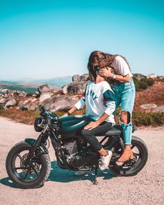61 Ideas Motorcycle Couple Pictures Motorbikes For 2019 Motorcycle Couple Pictures, Biker Couple, Biker Love, Biker Girl, Relationship Goals Pictures, Couple Relationship, Cute Couples Goals, Couple Goals, Couple Ideas