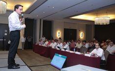 Mikel Arriola pide a directores médicos acelerar servicio y mejorar calidez