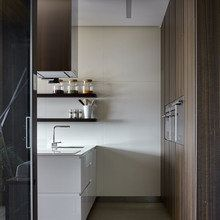 Simple shapes create an asymmetrical, but at the same time balanced composition in the interior of A Posteriori Apartment - CAANdesign Warm Kitchen, Asymmetrical Design, Simple Shapes, Interior Design Inspiration, Interior Ideas, Kitchen Design, Kitchen Ideas, Architecture Design, Modern Design
