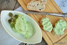 Cremă de avocado cu brânză și usturoi - cremă aperitiv. Rețeta de cremă tartinabilă de avocado cu branză de vaci. O alternativă la clasicul guacamole. Pastă fină și cremoasă de avocado cu usturoi, mai mult sau mai puțin picantă. Pastă de avocado pentru uns pe pâine sau de mâncat alături de cartofi