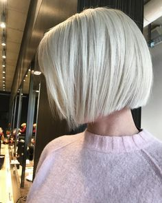 Good Looking Short Blonde Hair – Modern Angled Blunt Bob Short Bob Cuts, Short Bob Haircuts, Haircuts With Bangs, Short Hair Cuts, Short Hair Styles, Short Blunt Bob, Hair Short Bobs, Short Blonde Bobs, Trendy Haircuts