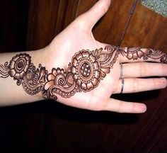 Intense mehandi designs are not for everyone - sometimes we all crave something simpler. This guide contains 74 of the most elegant and simple mehandi designs you might love to try! Pakistani Mehndi Designs, Eid Mehndi Designs, Best Arabic Mehndi Designs, Back Hand Mehndi Designs, Henna Art Designs, Stylish Mehndi Designs, Mehndi Design Images, Beautiful Mehndi Design, Latest Mehndi Designs