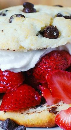 Chocolate Chip Strawberry Shortcakes - these are just like a regular strawberry shortcake recipe with the addition of chocolate chips to the cake batter. Chocolate chips and strawberry shortcakes go together amazingly well, as Dessert Cake Recipes, Sweet Desserts, Fruit Recipes, Dessert Bars, Sweet Recipes, Delicious Desserts, Yummy Food, Strawberry Shortcake Recipes, Strawberry Desserts