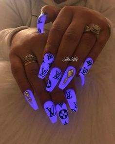 50 Gorgeous Purple Nails to Inspire your Next Nail Design How to use nail polish? Nail polish in your friend's nails Purple Acrylic Nails, Best Acrylic Nails, Summer Acrylic Nails, Light Purple Nails, Violet Nails, Purple Nail Art, Drip Nails, Glow Nails, 3d Nails
