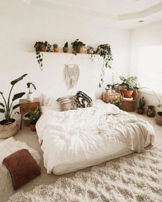 bohemian bedroom 582231058061406089 - Make a nonpartisan base so white pops and wooden floor is ideal for it. Since bo Bohemian Bedroom BASE floor Ideal nonpartisan pops White wooden Source by ridvanelifgoksu Bohemian Bedroom Decor, Home Decor Bedroom, Bedroom Ideas, Bedroom Inspo, Bedroom Designs, Bohemian Bedroom Diy, Winter Bedroom Decor, Bohemian Style Bedding, Bedroom Rugs