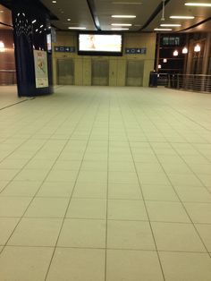Empty hall at the trainstation in Brussels at 10pm #Scary