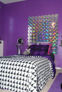 CD headboard for the music lover! Boys Bedroom Decor, Teen Room Decor, Room Ideas Bedroom, Cd Crafts, Home Crafts, Cd Wall Art, Art Studio Room, Cd Diy, Old Cds