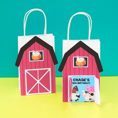 Decorate your Alice in Wonderland Party with these cute Favor Bags that includes a Queen of Heart Bonus. These can be used to decorate your favor bags and centerpieces. These can also be used on wooden letters to decorate a party table or child's bedroom. Favor Bags, Goodie Bags, Monster Photo Booths, Queen Of Hearts Card, Lolly Bags, Baby Favors, Alice In Wonderland Party, Personalized Favors, Wooden Letters