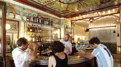 Le Clown Bar, bistrot historique, récement repris par l'équipe du Saturne.