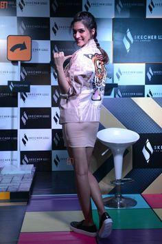 Best Bollywood Movies, Katrina Kaif Hot Pics, Beautiful Bollywood Actress, Bollywood Fashion, Mantra, Peplum Dress, Packing, Actresses, Sun