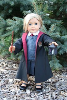 Free Harry Potter Robe pattern for American Girl Doll. Source: Arts and Crafts for your American Girl Doll. American Girl Outfits, American Girl Crafts, American Doll Clothes, American Girls, American Girl Doll Costumes, Doll Sewing Patterns, Doll Clothes Patterns, Clothing Patterns, Pattern Sewing
