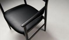 全国有数の木工家具産地として知られる北海道・旭川を代表するメーカー「CONDE HOUSE(カンディハウス)」が、プロダクトデザイナー深澤直人氏とともにあたらしい椅子とテーブルの新LUXコレクション「KAMUY(カムイ)」を発表。2015年