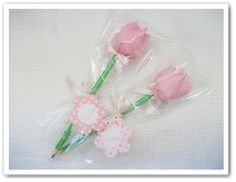Felt Flowers, Fabric Flowers, Home Crafts, Diy And Crafts, Romantic Valentines Day Ideas, Flower Pens, Cat Party, Mothers Day Crafts, Handmade Home