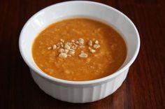 Dit is een lekker pittig pindasoep recept. De voorbereiding is ongeveer 30 minuten, maar de soep zelf is in 15 minuten klaar. Bereiding van de pittige pindasoep Breng de kippenbouillon aan de kook ...