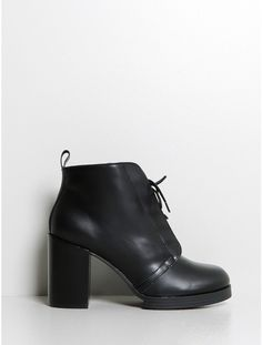layer Boot Hide black