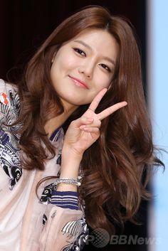 韓国・ソウル(Seoul)にある東国大学校(Dongguk University)で開かれた、ファッションブランド「DOUBLE-M(トブレム)」主催のイベントに登場した、ガールグループ「少女時代(Girls' Generation、SNSD)のスヨン(SooYoung、2014年5月14日撮影)。(c)STARNEWS ▼20May2014AFP 少女時代スヨン、大学生らにスタイリングの秘訣を伝授 http://www.afpbb.com/articles/-/3015241 #Girls_Generation_SooYoung #SNSD_SooYoung #Choi_Soo_young