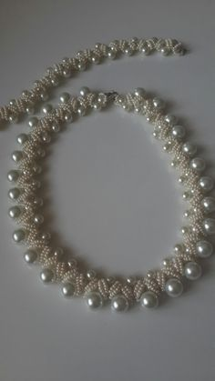 Image gallery – Page 727472146036953609 – Artofit Pearl Necklace Designs, Pearl Necklace Set, Beaded Jewelry Designs, Bead Jewellery, Jewelry Making Beads, Handmade Jewelry, Pearl Set, Bridal Necklace, Beaded Earrings