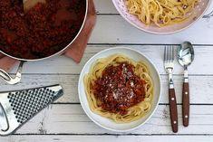 Sauce à la bolognaise : le vrai ragù comme à Bologne Sauce Bolognaise, Chili, Soup, Comme, Authentique, Ethnic Recipes, Sauces, Onions, Peach Kitchen