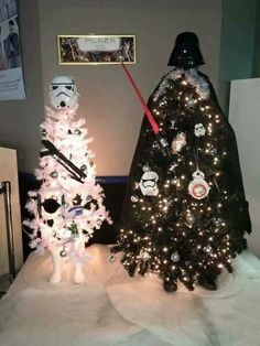 how awesome is the star wars themed christmas tree i loved theme christmas tress every year you get to pick a new theme makes every year that much more - Star Wars Christmas Decorations
