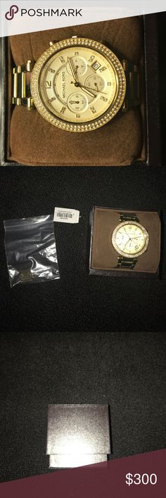 Michael kors gold watch Gold Michael kors watch. Extra links included as well as the box. Only been worn once or twice. No visible scratches KORS Michael Kors Accessories Watches