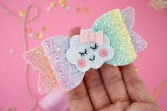 Arco arco iris colores pastel arco iris blw arco iris y arco Rainbow Headband, Rainbow Bow, Making Hair Bows, Diy Hair Bows, Elastic Headbands, Baby Headbands, Robes Tutu, Bow Template, Boutique Hair Bows