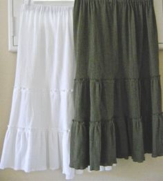 Sewing Skirts Tutorial on how to make your own tiered-skirt using your measurements (no pattern more of a recipe) - Diy Clothing, Sewing Clothes, Clothing Patterns, Sewing Patterns, Skirt Patterns, Sewing Hacks, Sewing Tutorials, Sewing Projects, Do It Yourself Fashion