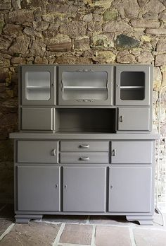 - ellis & higgs This is what my old kitchen buffet looks like now! And above all grateful that Frank Seidel from Knallgra. Cocina Shabby Chic, Shabby Chic Kitchen, Old Kitchen, Kitchen Cupboards, Kitchen Dresser, Kitchen Appliances, Furniture Makeover, Diy Furniture, Dresser Makeovers