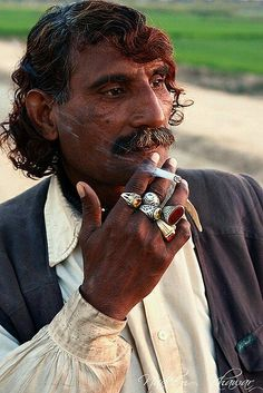 GOD ART: Beautiful Hue-Mans - Gypsy Smoke (The main reason why Whites/Europeans… Gypsy Men, Gypsy Life, Gypsy Soul, Boho Gypsy, We Are The World, People Around The World, Santa Sara, Gypsy People, Gypsy Culture