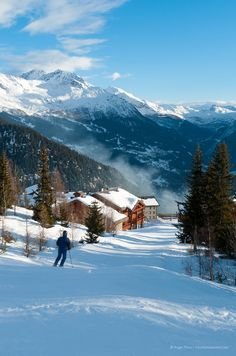 La Rosière is a great family ski resort with a large choice of accommodation and sunny slopes on the Franco-Italian border. Ski Ski, Ski And Snowboard, Alpine Ski Resort, French Ski Resorts, San Bernardo, French Alps, Winter Photography, Places To See, Skiing