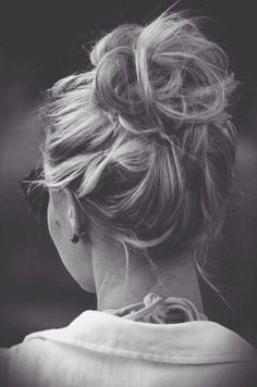 Breathtaking 32 Easy Messy Bun Hairstyles #BunHairstylesEasy