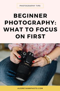 Learn how to get started in photography, with this step by step guide to what to learn first! With loads of beginner photography tips, this will help you take your first steps with your DSLR camera with ease! Dslr Photography Tips, Photography Cheat Sheets, Photography Tips For Beginners, Photography Lessons, Photography Business, Photography Tutorials, Digital Photography, Amazing Photography, Photography Backdrops