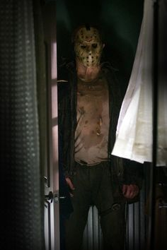 """Jason Voorhees and his famous hockey mask repeated the success of """"Halloween"""" in the 1980 film """"Friday the Slasher Movies, Horror Movie Characters, Horror Villains, Horror Icons, Horror Films, Horror Art, Jason Voorhees Outfit, Jason Friday, Happy Friday The 13th"""