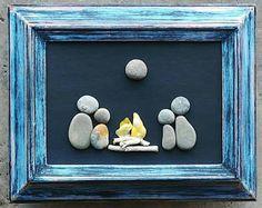 Un galet de verre Art, Art rupestre, galet Art famille, famille Art Rock, feu de camp, camping, fête des mères, fête des pères, cadre «open» de 5 x 7 (livraison gratuite)